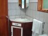 orosivalleyhotels_guesthouseroombath1w