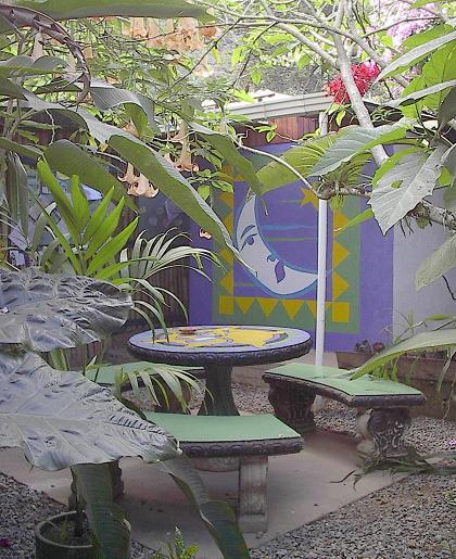 costaricabackpackers_garden2w